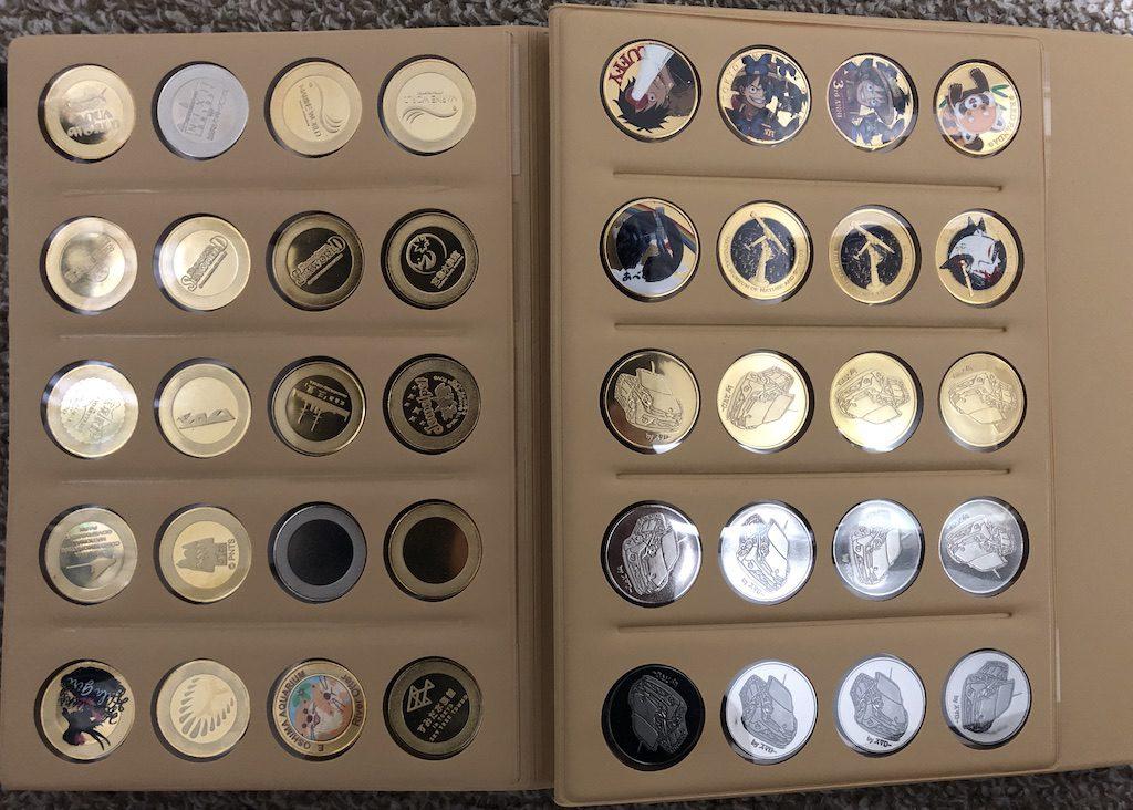 記念メダルアルバム見開きページ
