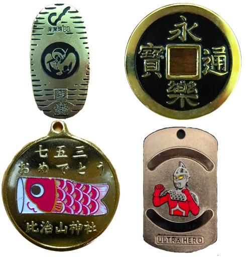形の異なる記念メダル
